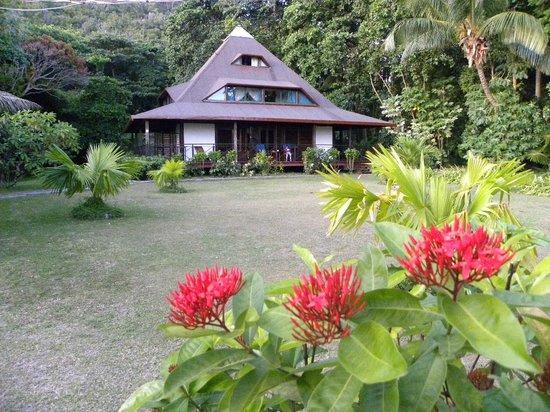 New Emerald Cove: Chambres derrière l'accueil