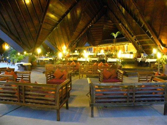 New Emerald Cove: Restaurant le soir