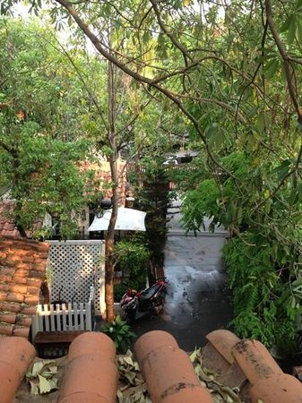 Charcoa Bed and Breakfast: from the balcony to the central yard