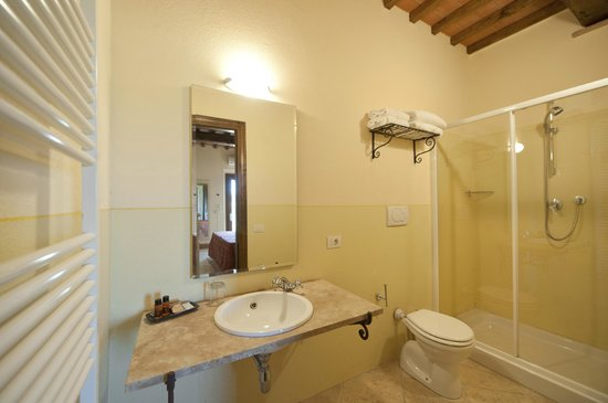 Bagni Country House - Picture of Fattorie Santo Pietro, San ...