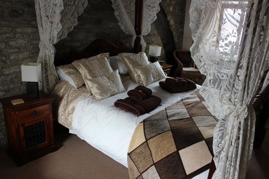 Causeway House: Four Poster Room