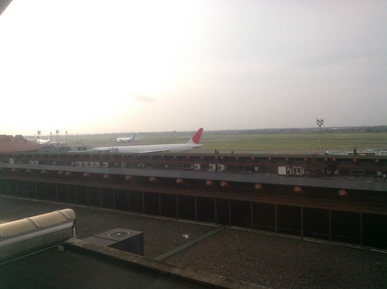 Jakarta Airport Hotel : Airside view from the room