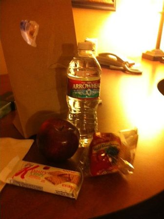 Hampton Inn & Suites Denver-Speer Boulevard: Free On the Go Breakfast Bag Contents