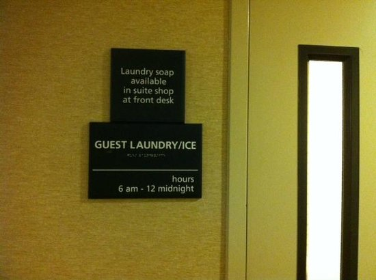 Hampton Inn & Suites Denver-Speer Boulevard : Complimentary Laundry Room on Site