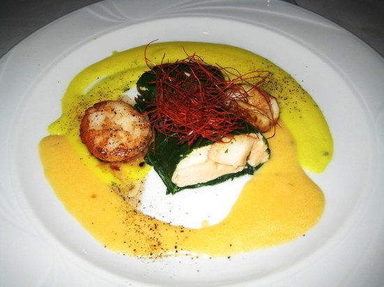 Don Camillo: Appetiser: Scallop in saffron sauce