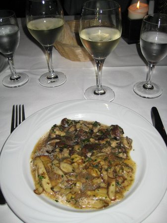 Don Camillo: Appetiser:  3 different types of mushroom