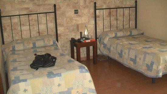 Hostal del Senglar: 2 camas espacio muy correcto