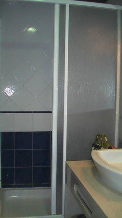 Hostal del Senglar : Ducha tamaño bañera