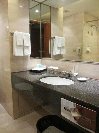 Gloucester Luk Kwok Hong Kong: Toilet