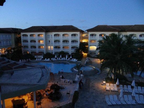 Sauipe Resorts: Pileta frente al comedor