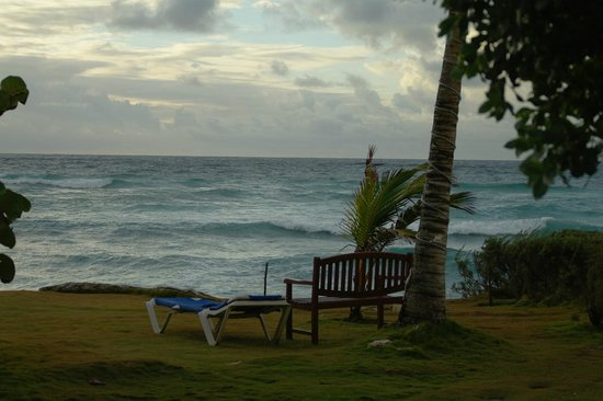 Ocean Spray Beach Apartments: Another view from our room (15)