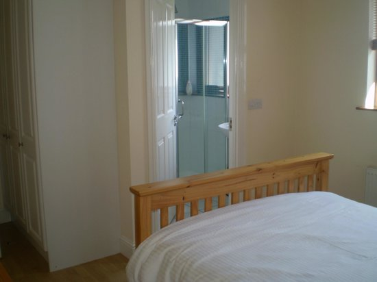 Kevinsfort House : Double Bedroom Ensuite of Townhouse