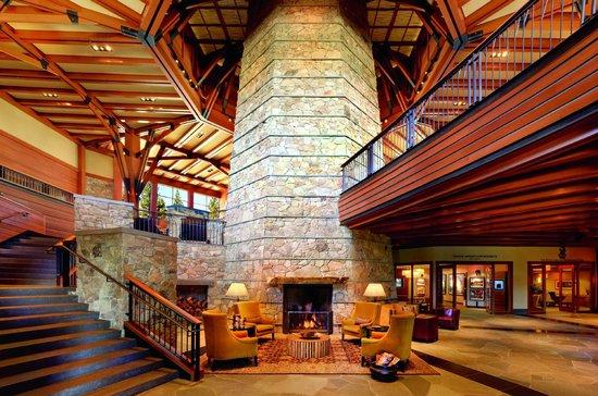 The Ritz-Carlton, Lake Tahoe : 55' granite fireplace with 4 cozy fireplace nooks