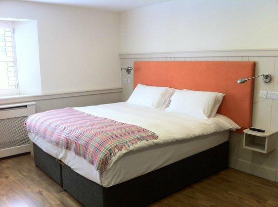 QC's Townhouse: Orange Room