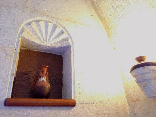Stone House Cave Hotel: 部屋の飾り