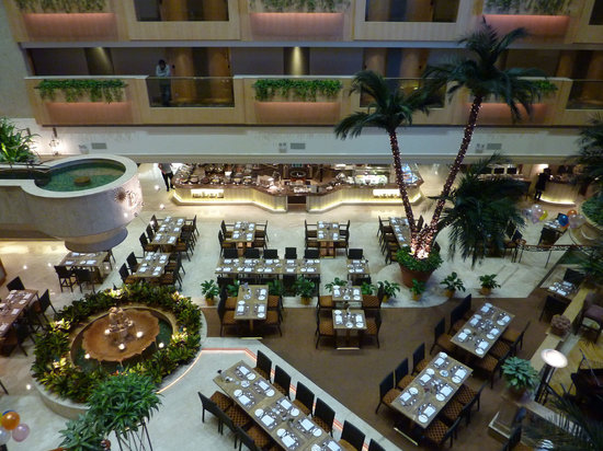 The Royal Garden: Atrium inside hotel