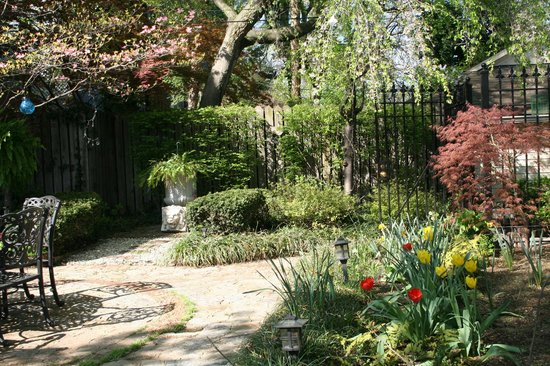 Central Park Bed and Breakfast: Another spring day
