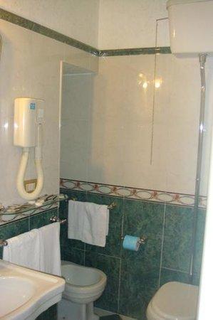 Residenza Montecitorio: toilette habitacion cuadruple