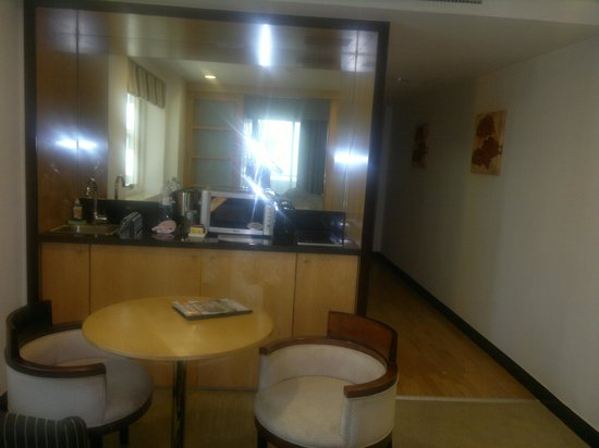Savoy Suites Hotel Apartments : Room View