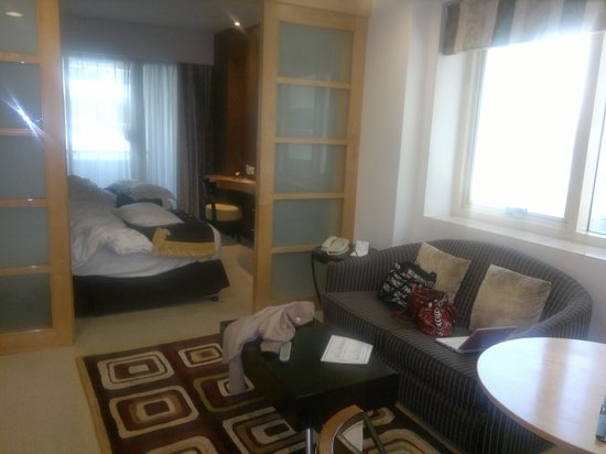Savoy Suites Hotel Apartments: Apartment Room