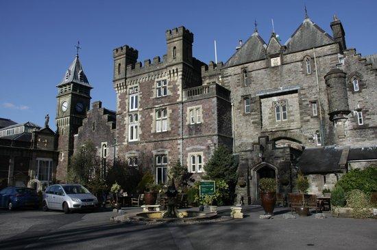 Craig-y-Nos Castle: front view of a bueatifull castle