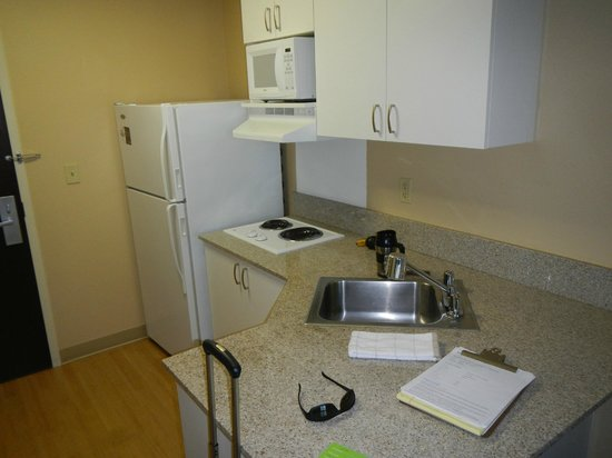 Extended Stay America - Los Angeles - Northridge: Kitchen