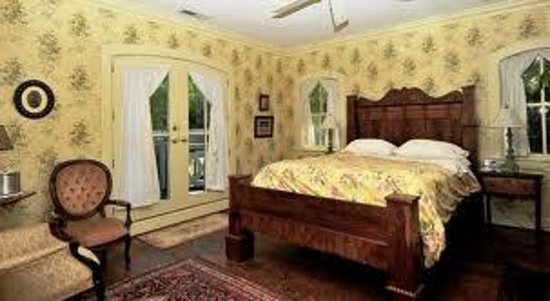 Mountain Magnolia Inn, Suites & Restaurant: Rose room