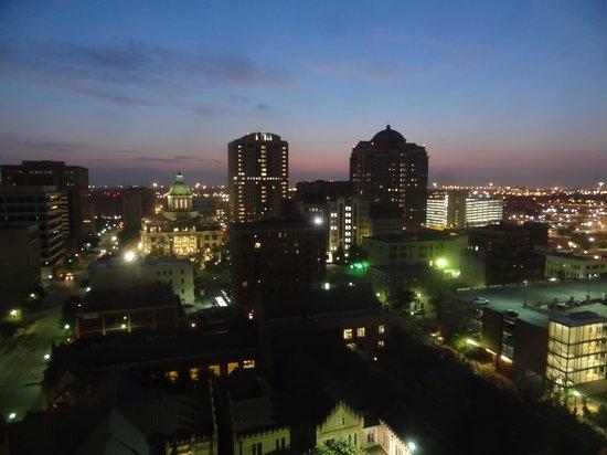 Magnolia Hotel Houston: ゲストルームからの眺め
