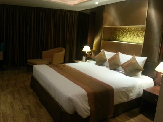 Nova Gold Hotel: nice comfortable big bed