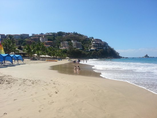 Pacifica Resort Ixtapa: Beach and Hotel