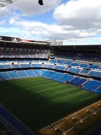 Top level view picture of stadio santiago bernabeu for Estadio bernabeu puerta 0