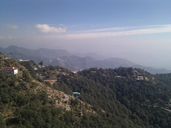 Mussoorie - Dancing Leaves, A Sterling Holidays Resort : View from the hotel's lobby area and open terrace
