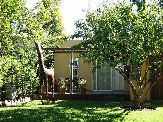101 Oudtshoorn Holiday Accommodation: Outdoor Dining