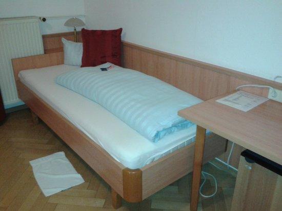bad bild fr n businesshotel boeblingen sindelfingen boblingen tripadvisor. Black Bedroom Furniture Sets. Home Design Ideas