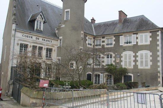 École de langues CSur de France : The back of the school.  Our apartments was the top right side.