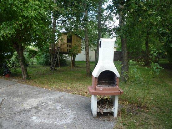 Chambre d'Hotes La Douelle : barbecue