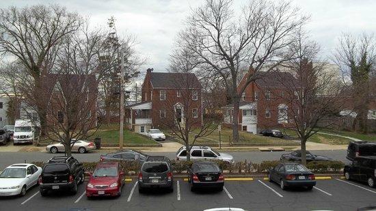 Days Inn Arlington Pentagon: view from room of side street