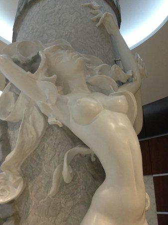 Exe Galería Man-Ging: Arte en el Lobby