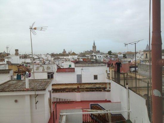 Catalonia Giralda Hotel: Vista desde la ventana del pasillo en la cuarta planta