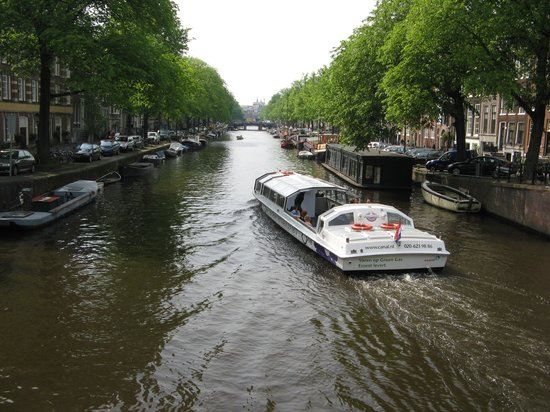Excellent Rooms : Canal close to the apartment