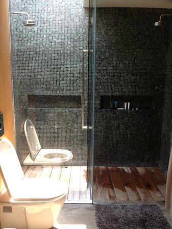 X2 Kui Buri Toilet And Semi Outdoor Shower