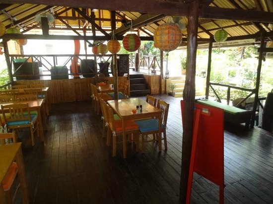 Baan Sukreep - Zen Garden Cottages : the common area - restaurant