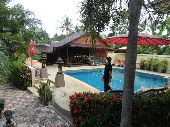 Baan Sukreep - Zen Garden Cottages : The garden and the swimming pool