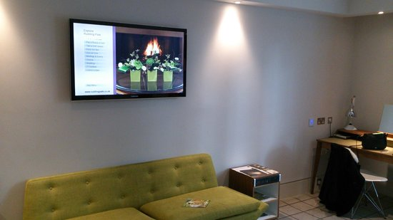 Rudding Park Hotel: TV & Writing Desk