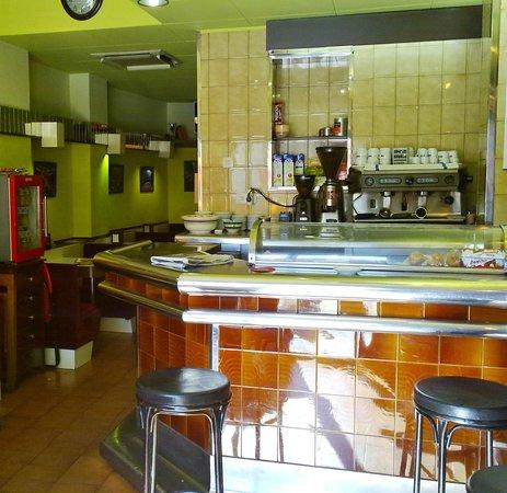 Bar Henry: Interior