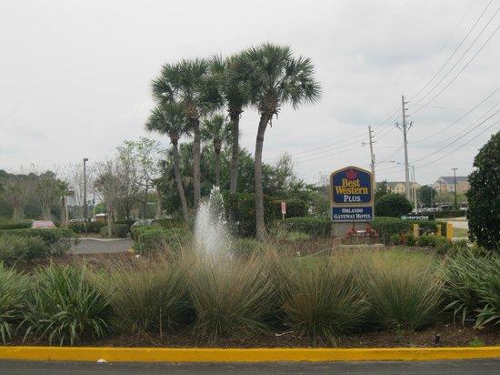 BEST WESTERN Orlando Gateway Hotel: Entrada del hotel