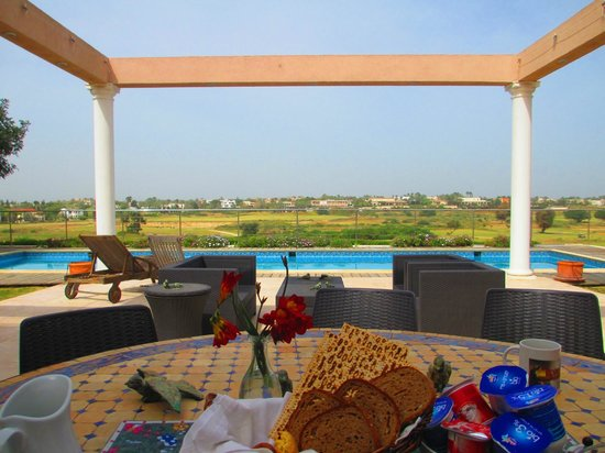 Casa Caesarea: The back patio where you can eat breakfast and swim