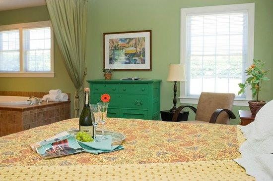 Inn at Huntingfield Creek: Island  Cottage bedroom
