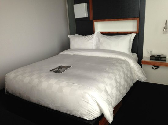 Alt Hotel - Toronto Airport: Bed