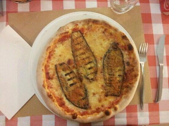 Pizzeria Ponte Crencano: melanzane e grana, ben cotta come piace a me